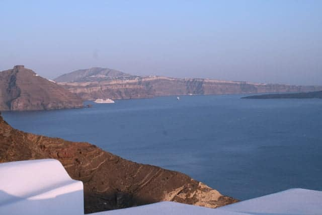 View-from-rooms-at-Nikos-Villas,-Santorini-Greece