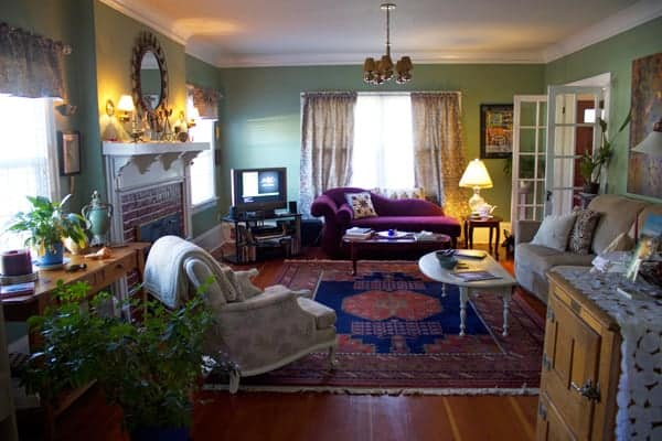 The living room at The Carlton Inn Bed and Breakfast