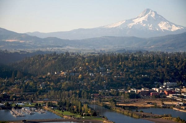 Aerial shot of Hood River OR via wikipedia