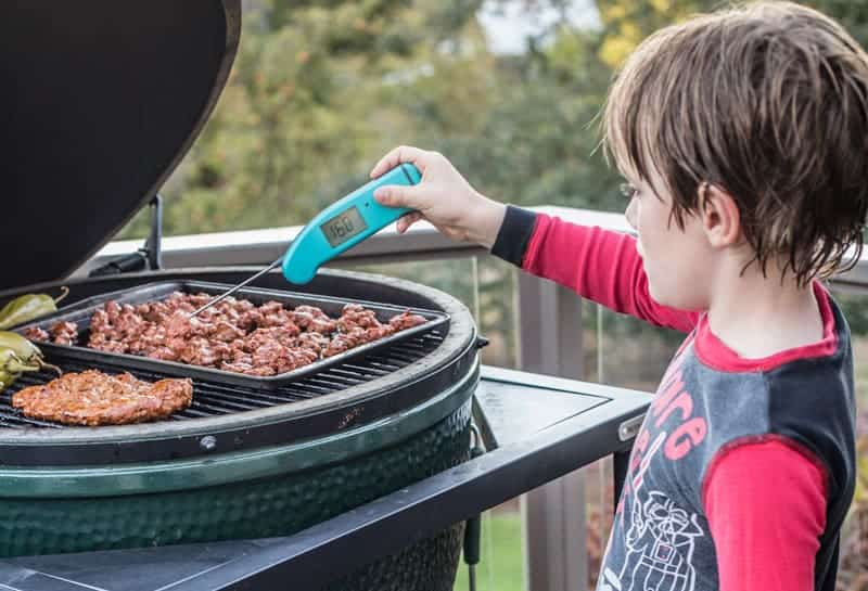 How to take the temperature of sausage on a Big Green Egg