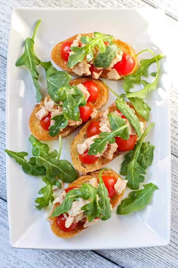 Tuna Toasts with Arugula and Tomatoes