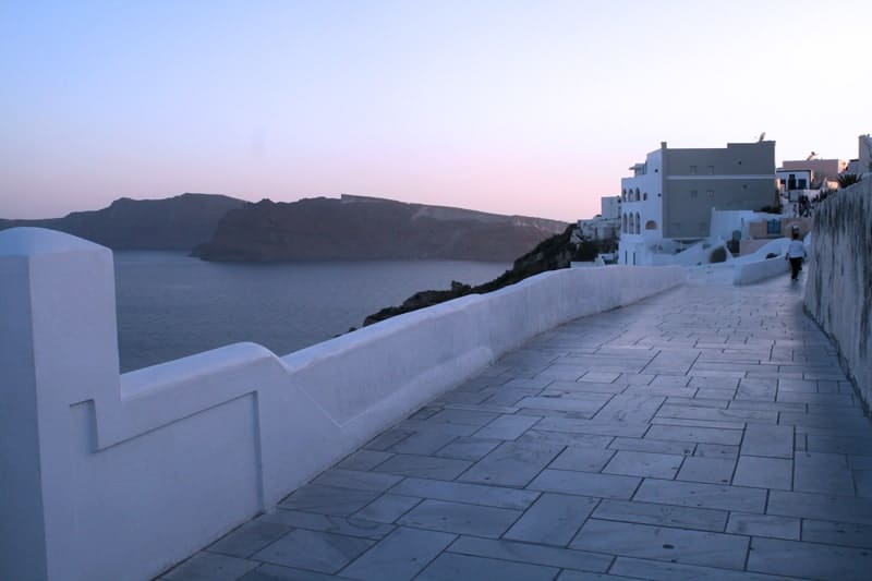 The-beginning-of-sunset-in-Santorini