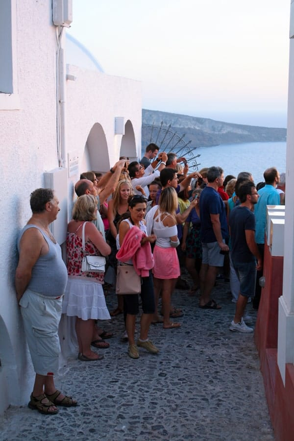 Tourists-watching-the-sunset-in-Santorini