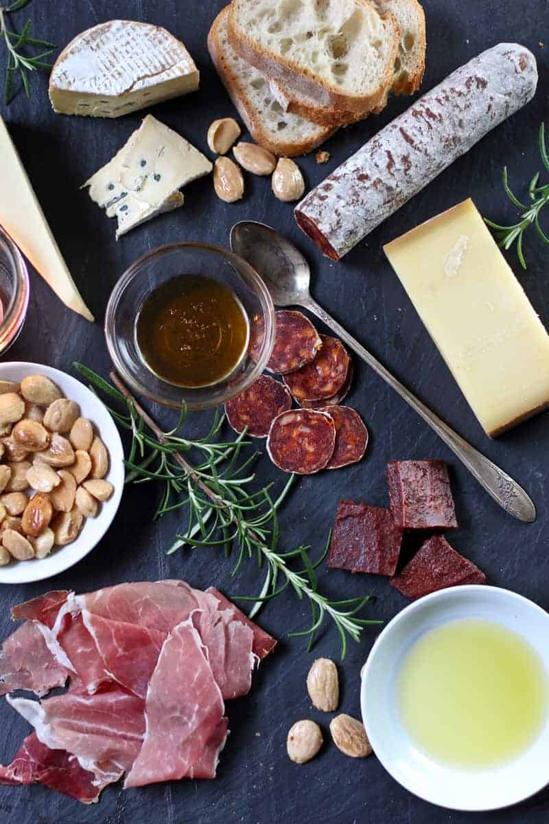 How to prepare a beautiful cheese plate for Valentine's Day or a date night for two.