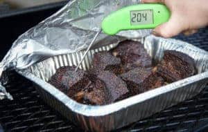 Checking temperature of beef short ribs with a Thermapen Mk4